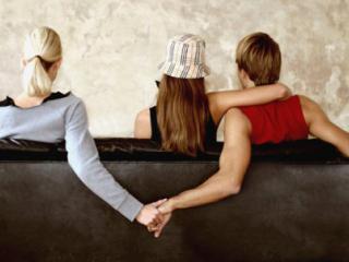Незамужняя подруга - угроза семьи!