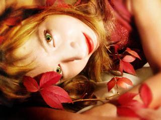 Осень женщину украшает